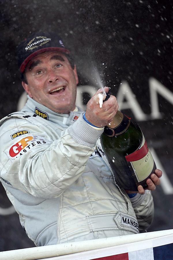 Listopad 2005. Nigel Mansell po wygraniu Altech GP Master na torze Kyalami Johannesburgu /AFP