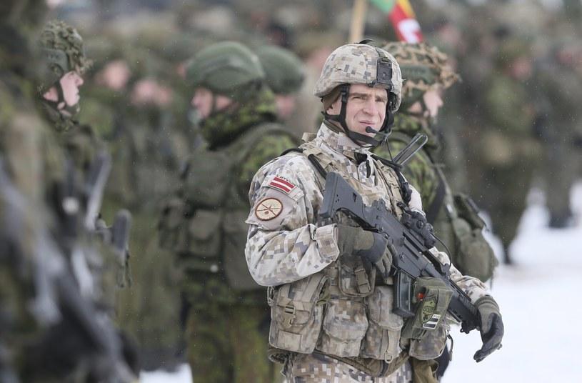 Litewski żołnierz podczas manewrów NATO /OLIVIER HOSLET /PAP/EPA