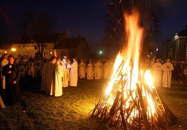 Liturgia Wigilii Paschalnej, poświęcenie ognia. Fot. W. Traczyk /East News