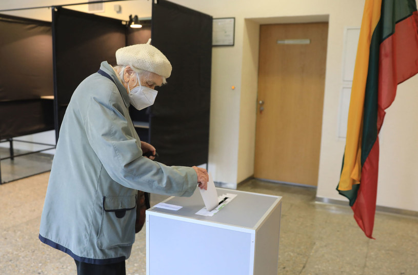 Litwa: Wybory do Sejmu wygrali opozycyjni konserwatyści /PETRAS MALUKAS /AFP