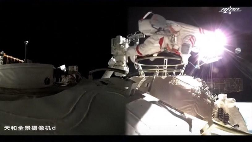 Liu Boming i Tang Hongbo odbyli spacer kosmiczny /materiały prasowe
