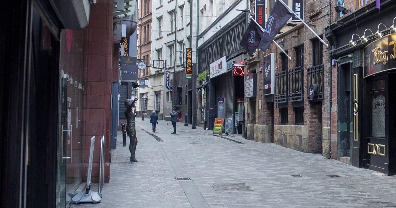 """<a href=""""https://www.rmf24.pl/raporty/raport-koronawirus-z-chin/europa/news-lockdown-w-irlandii-polnocnej-potrwa-cztery-tygodnie,nId,4792602"""">Lockdown w Irlandii Północnej. Potrwa cztery tygodnie</a> thumbnail  Koronawirus. Liczba zakażeń w Polsce rośnie. Apel prezydenta: Myj ręce! Noś maseczkę! Chroń Seniorów! [NA ŻYWO] 000AL3QF6SFTSJC5 C461"""