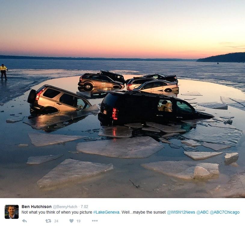 Lód nie był tak wytrzymały, jak ocenili kierowcy /Twitter