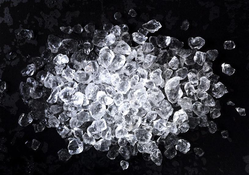 Lód uśmierza ból /©123RF/PICSEL