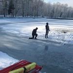 Lód załamał się pod trzema chłopcami w Zgodzie. Jeden z nich utonął