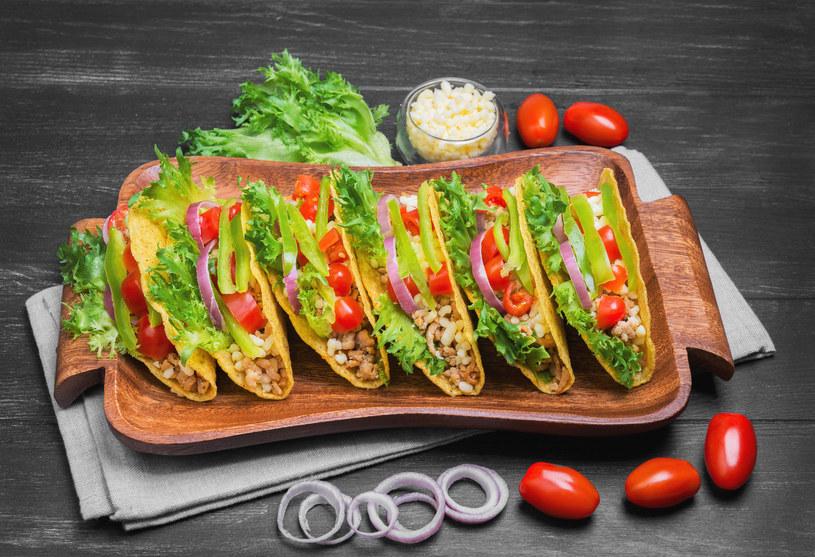 Łódeczki z mięsem i warzywami /123RF/PICSEL