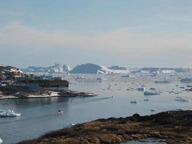 Lodem pokryte jest 30 proc. Oceanu Arktycznego /AFP