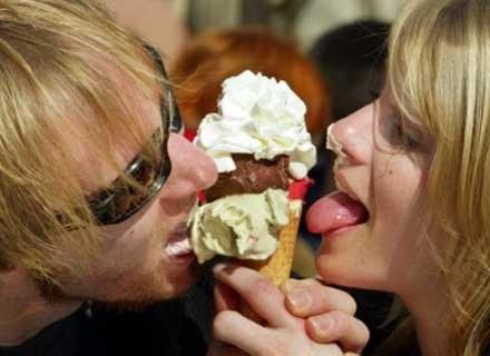 Lody należą do naszych ulubionych deserów, nie wyobrażamy sobie bez nich lata /AFP