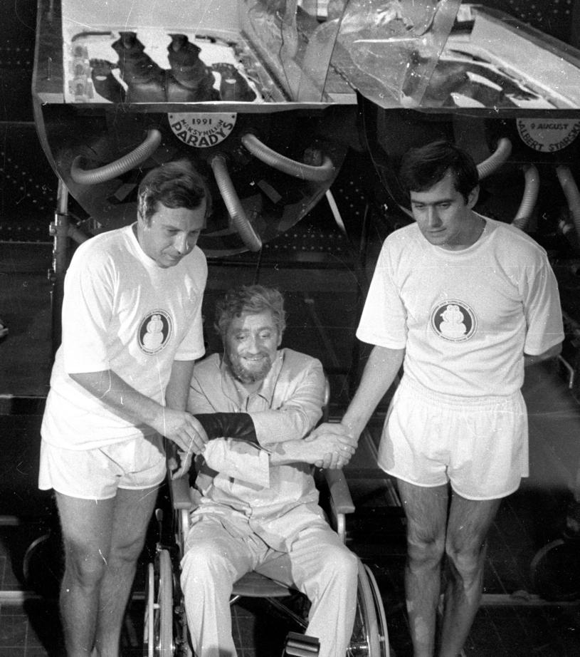 """Łódź, 1982. Plan filmu """"Seksmisja"""", n/z od lewej Jerzy Stuhr, Janusz Michałowski, Olgierd Łukaszewi /Andrzej Wiernicki /Agencja FORUM"""