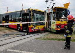 Łódź: Zderzenie autobusu z tramwajem