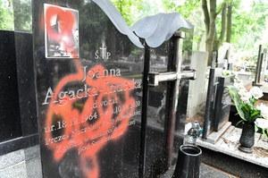 Łódź: Zdewastowany grób Joanny Agackiej-Indeckiej. Jest nagroda za wskazanie sprawców