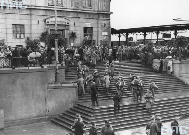 Łódź. Żołnierze niemieccy na dworcu /Z archiwum Narodowego Archiwum Cyfrowego