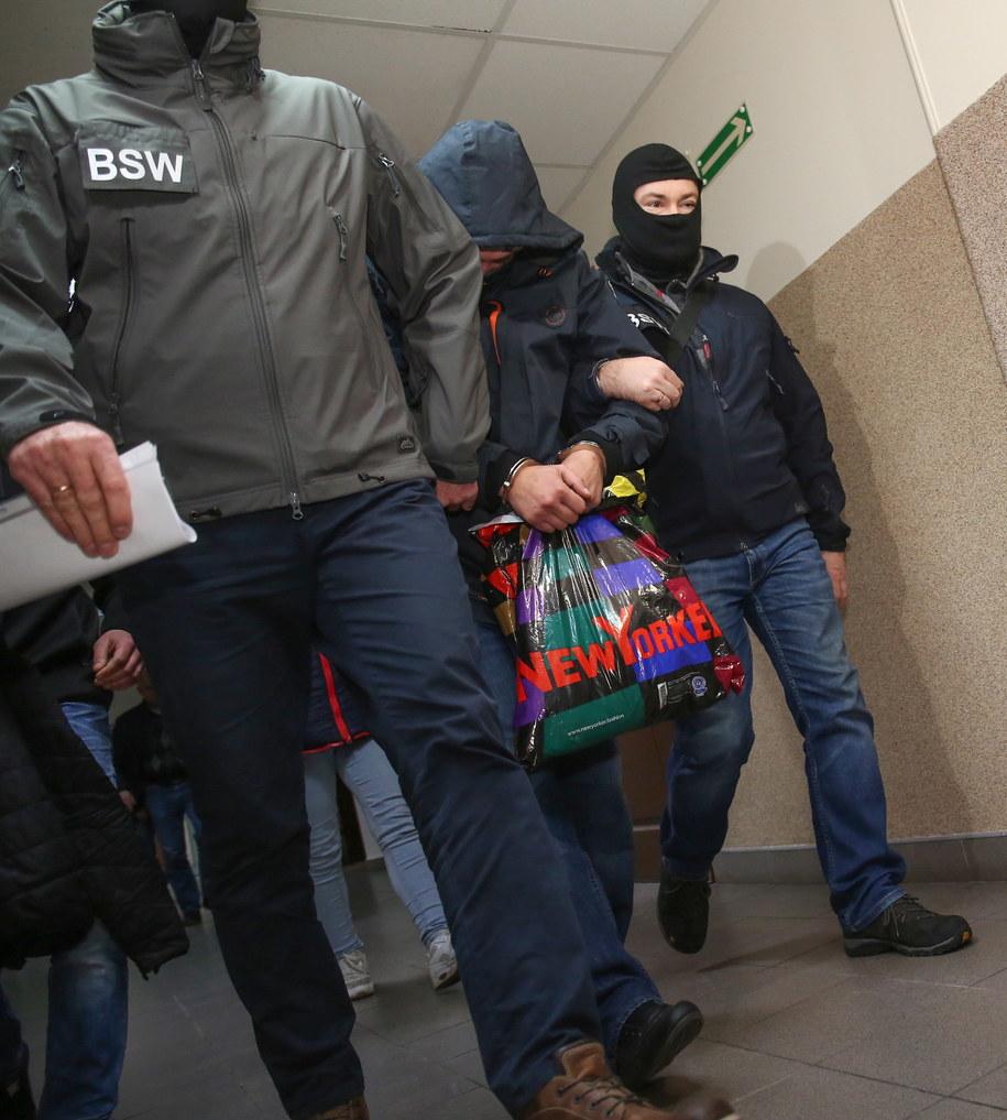 Łódzki sąd aresztował w poniedziałek na trzy miesiące policjanta, który pod wpływem alkoholu postrzelił mężczyznę /Grzegorz Michałowski /PAP