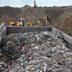 Łódzkie: Próbowali zrzucić do wyrobiska ponad 100 ton śmieci