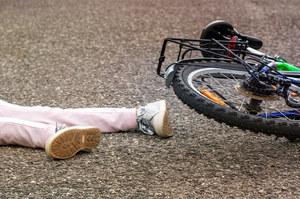 Łódzkie: Zderzenie 10-letnich rowerzystów. Manetka wbiła się dziewczynce w nogę