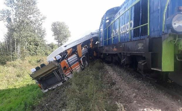 Łódzkie: Zderzenie autobusu i lokomotywy