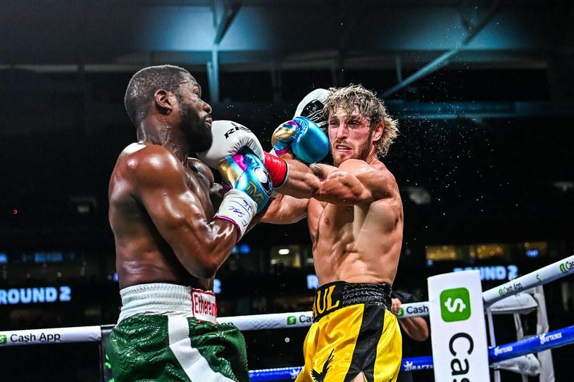 Logan Paul (z prawej) w ringu spędził pełne osiem rund /CHANDAN KHANNA/AFP/East News /East News