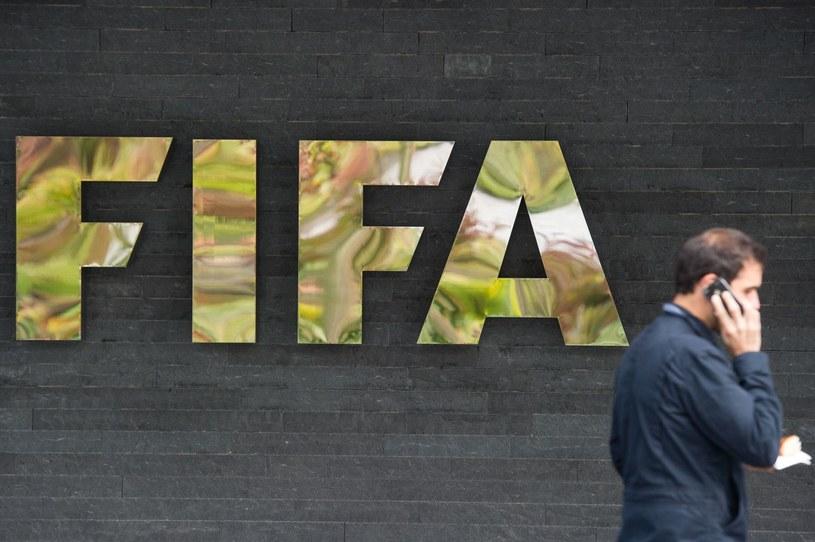 Logo FIFA przed siedzibą federacji w Zurychu /AFP