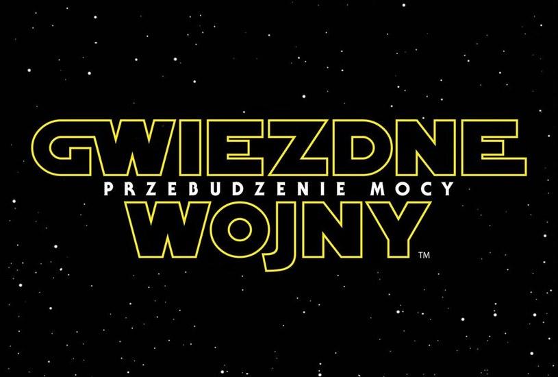 """Logo najnowszej cześci sagi """"Gwiezdne wojny. Przebudzenie Mocy"""" /materiały prasowe"""