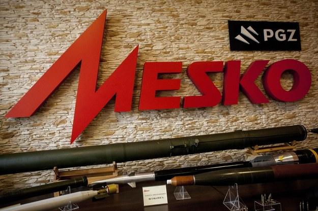 Logo PGZ i Mesko w zakładach Mesko S.A. /Michał Walczak /PAP