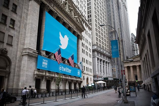 Logo Twittera na budynku NYSE przy Wall Street w Nowym Jorku /AFP