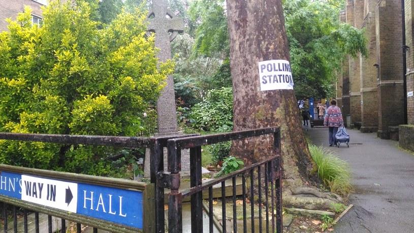Lokal wyborczy na Hyde Park Crescent /INTERIA.PL