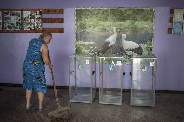 Lokal wyborczy w obwodzie donieckim /ROMAN PILIPEY /PAP/EPA