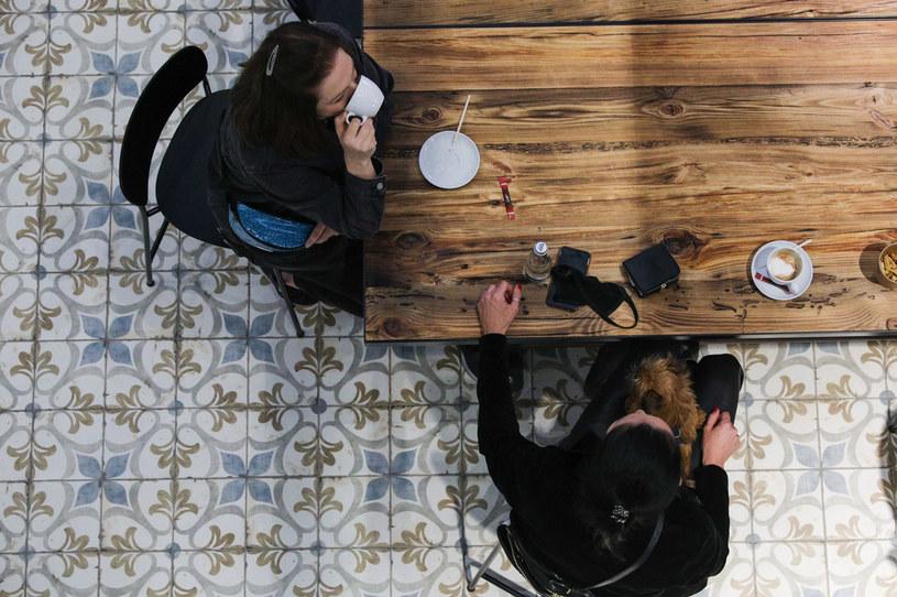 Lokale gastronomiczne od soboty nie mogą prowadzić działalności tak, jak dotychczas /Andrzej Hulimka  /Agencja FORUM