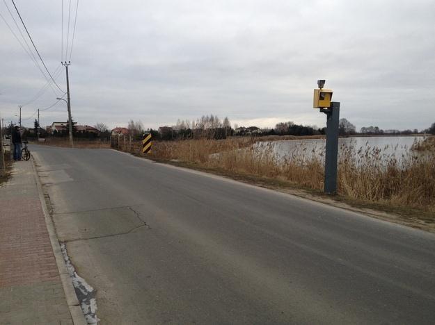 Lokalnej drogi pilnują dwa fotoradary /RMF