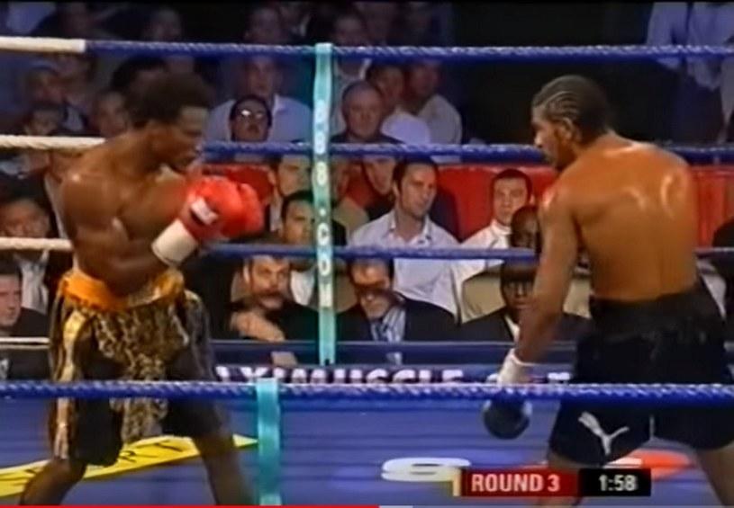 Lolenga Mock (z lewej) w walce z Davidem Haye'em /
