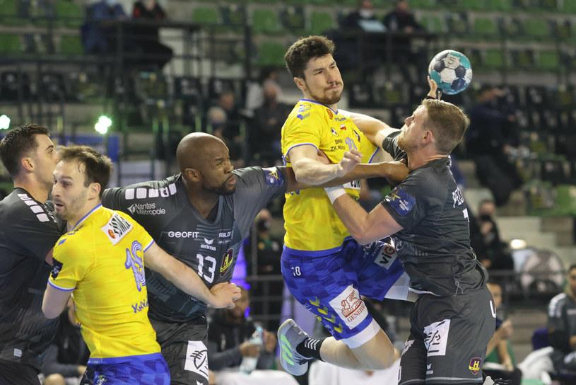Łomża Vive Kielce (żółte koszulki)  w 1/8 finału mierzyła się z HBC Nantes /Andrzej Iwańczuk /East News