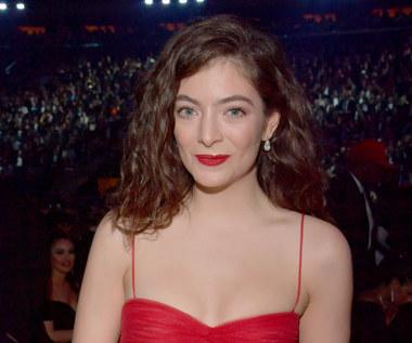"""Lorde o okładce """"Solar Power"""": To było dla mnie radosne i seksowne. Gdzie ocenzurowano zdjęcie?"""