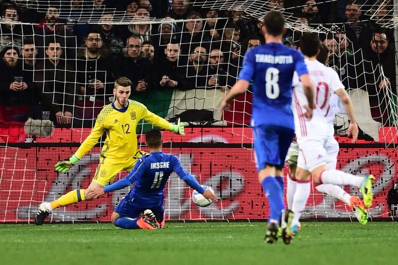 Lorenzo Insigne strzela gola dla Włochów w meczu z Hiszpanią /AFP