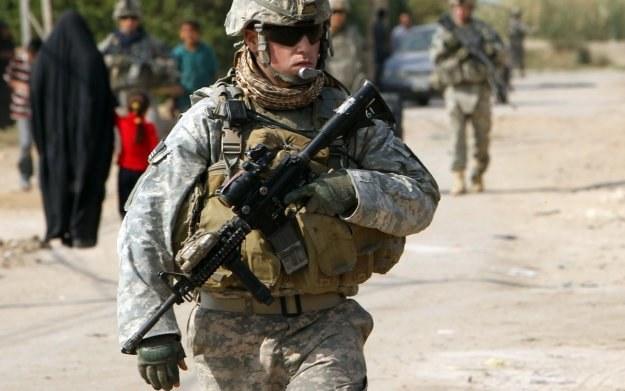 Los bohaterów wojennych często bywa przewrotny /AFP