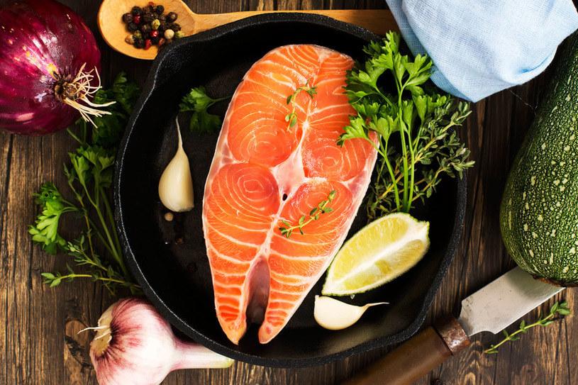 Łosoś to ryba bogata w wiele składników /123RF/PICSEL
