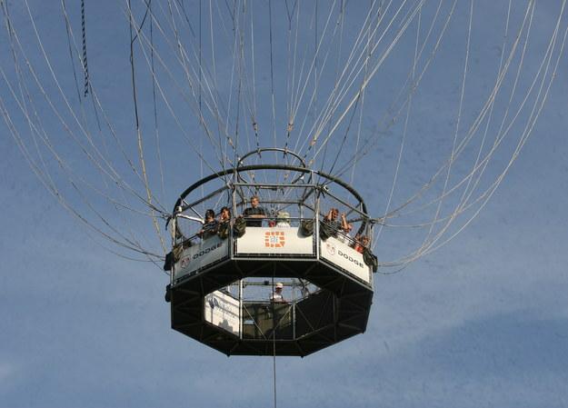 Lot balonem przy słonecznej pogodzie /Jacek Bednarczyk   /PAP