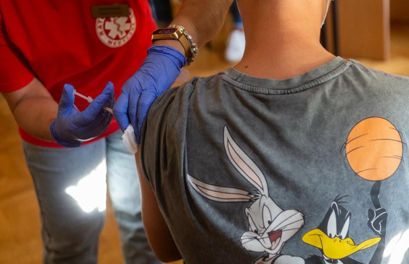 Loteria szczepionkowa ma zachęcać do szczepień /Tomasz Jastrzębowski /Reporter
