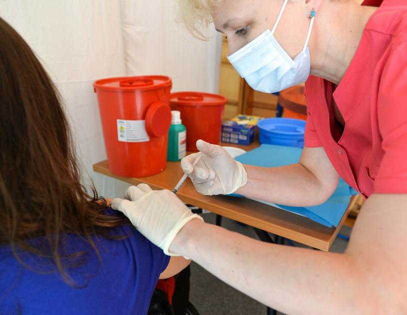 Loteria szczepionkowa ma zachęcić do szczepienia przeciw COVID-19 /LUKASZ SOLSKI /East News