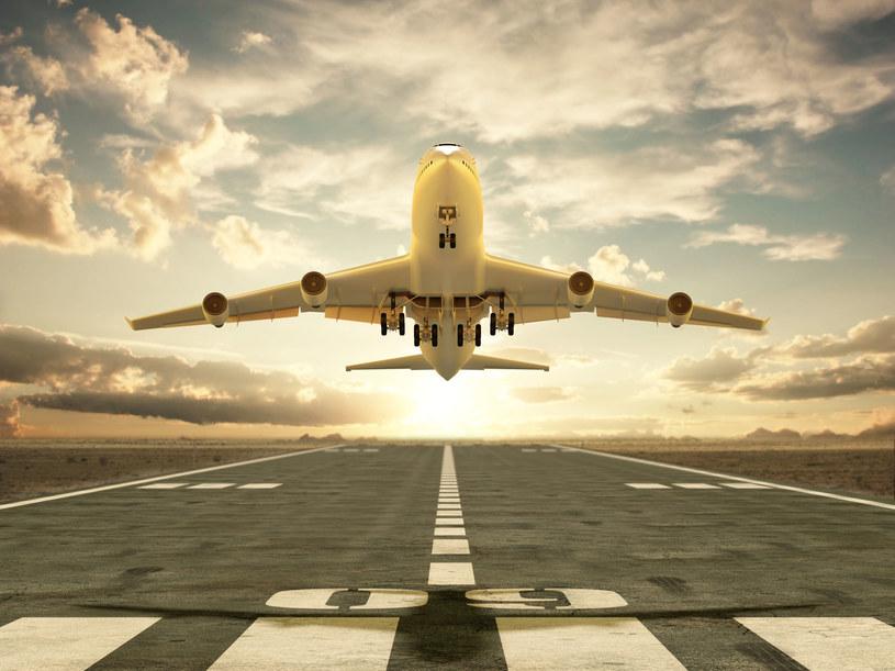 Lotnictwo szykuje się do transportu szczepionek /123RF/PICSEL