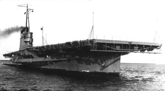 Lotniskowiec USS Wolverine, z pokładu którego wystartował chorąży William Forbes /YouTube