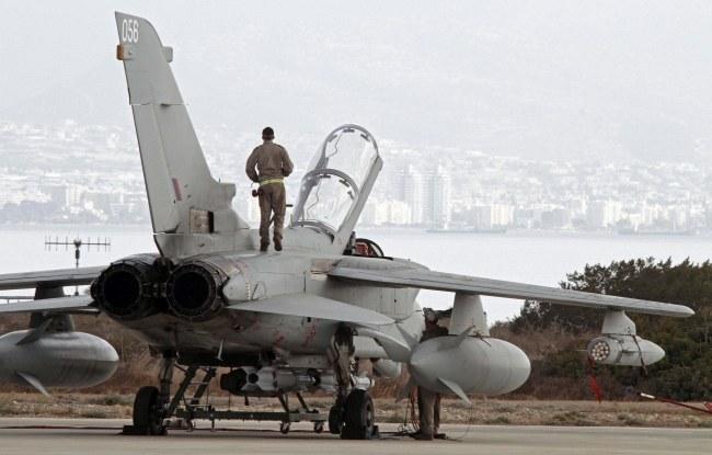 Loty bojowe nad Irakeim odbyły dwa brytyjskie myśliwce /KATIA CHRISTODOULOU  /PAP/EPA