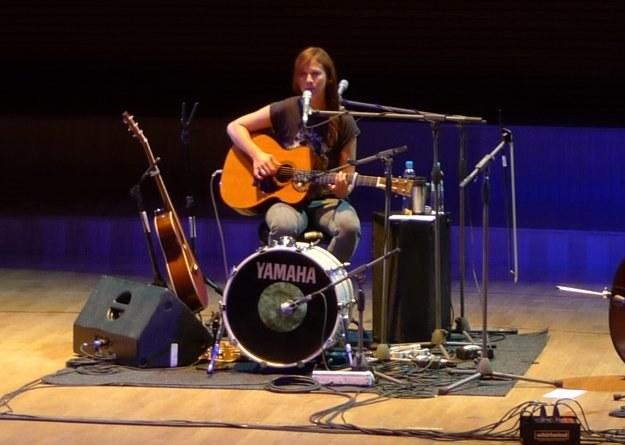 Lou Rhodes podczas katowickiego koncertu /INTERIA.PL
