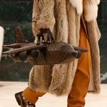Louis Vuitton: Torba w kształcie samolotu… droższa od prawdziwego samolotu