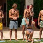 """""""Love Island"""". Dziewczyny klęczą przed facetami, a oni... Gorąca Hiszpania jeszcze bardziej ich rozgrzała!"""