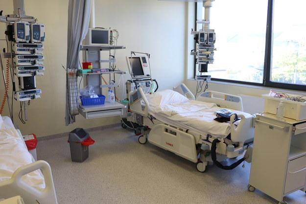 Łóżka w szpitalu tymczasowym w Krakowie /RMF FM