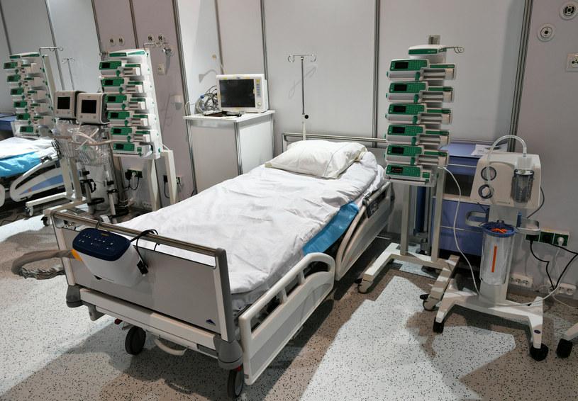 Łóżko szpitalne /Artur Barbarowski /East News