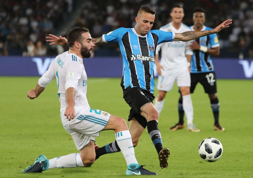 Luan (z prawej) podczas meczu finałowego KMŚ z Realem Madryt /AFP