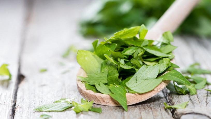 Lubczyk to zioło nie tylko smaczne i aromatyczne, ale też niezwykle zdrowe /123RF/PICSEL