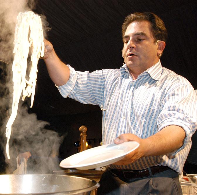 """Lubię kuchnię """"skundloną"""". Nie lubię czystości narodowej w sensie kulinarnym - mówi Makłowicz /Zawada /AKPA"""