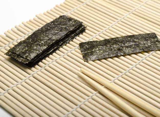 Lubisz sushi? To świetnie, bo algi są bardzo zdrowe /123RF/PICSEL